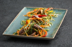 Тайский салат с маринованной говядиной