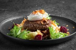 Бифштекс из мраморной говядины с яйцом пашот