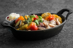 Филе цыплёнка, запечённое с картофелем и кукурузой